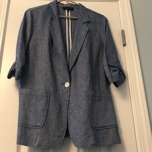 Light jean blazer with ruched 3/4 sleeve